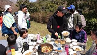 2017.4 新歓キャンプ 食事.jpg